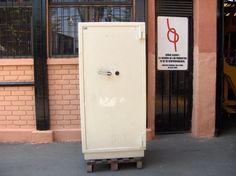 Caja De Fondos Bash / con Llaves / 1.70 Mt de Alto / Usada / 10 y 11 – ChileRemates.cl http://www.chileremates.cl/varios/cajas-de-seguridad-usadas/