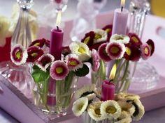 Gänseblümchen mit Kerze im Windlicht - gefunden bei shelterness.com