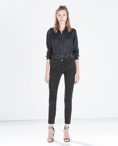 Image 1 de PANTALON DENIM SLIM FIT MEDIUM RISE de Zara