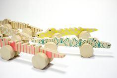 http://www.mykingdom.fr/accueil/196-jouet-en-bois-alligator.html