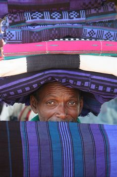 "Africa   ""Kiekeboe""  Fabric seller in Mopti.  Mali   ©Daphne Ouwersloot"