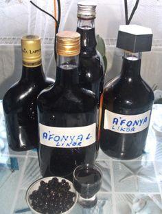 Áfonya likőr házilag elkészítése Beer Bottle, Wine Rack, Vodka, Lime, Drinks, Drinking, Limes, Beverages, Beer Bottles