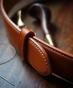 """679 To se mi líbí, 31 komentářů – Ondrej Sima (@simaprague) na Instagramu: """"..finished for today #bespoke #belt with solid #brass buckle"""""""
