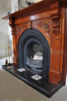Love these Victorian Geometric tiles in this heritage house Fireplace Hearth Tiles, Craftsman Fireplace, Victorian Fireplace, Fireplace Surrounds, Hastings House, Victorian Tiles, Trophy Rooms, Geometric Tiles, Courtyards