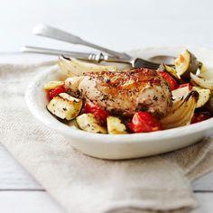 Uunibroileri ja kasvikset valmistuvat kätevästi uunissa. Broilerin rintaleike on mehevä ja maukas. Sitruuuna ja minttu antavat raikkautta ruoalle.