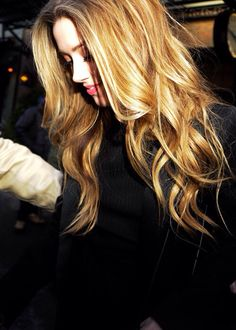 her hair is definitely making me miss my light hair :( oh well gotta let my natural hair color grow in (brunette)