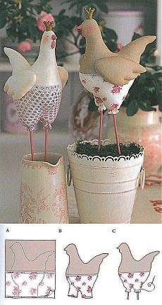 ТИЛЬДОЧКИ Spring Projects, Projects To Try, Teddy Bear Sewing Pattern, Doll Patterns Free, Chicken Crafts, Fabric Animals, Diy Ostern, Doll Painting, Felt Birds