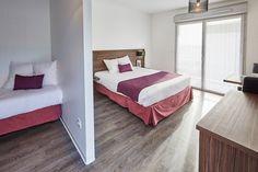 Hôtel Libéra*** - Chambre Standard de 1 à 3 personnes - à proximité de Caen en Normandie idéale pour une soirée étape à proximité des grandes entreprises : Keolis (Twisto), Eiffage, Université de Caen, du palais de congrès de Caen, Efficience, du tribunal de Caen ...