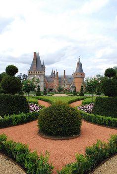 Chateau De Maintenon, Wonderful Places, Beautiful Places, Normandy Beach, Potager Garden, Astrology Chart, Cathedral Church, Castle House, Chateaus