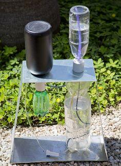 irrigador solar automático feito com materiais reaproveitados