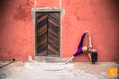 Vasisthasana with Justine Barnes.  Shot by Nora Wendel from HEY YOGI.  Cape Town 2015