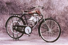 Arguably the most famous motorcycle brand of all time, Honda is the world's largest motorcycle manufacturer of all time. Founded by Soichiro Honda in Motos Honda, Honda Motorcycles, Small Motorcycles, Antique Motorcycles, Scooters, Soichiro Honda, Bicycle Engine, Honda Cub, Honda Motors
