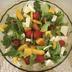 Receita de Salada de rúcula com manga e tomate cereja.                                                                                                                                                                                 Mais