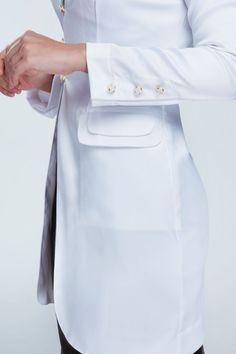 Lab Coats For Men, Doctor Coat, Doctor Quotes, Anna Wintour, Korea Fashion, Dentistry, Scrubs, Blazers, Ideias Fashion