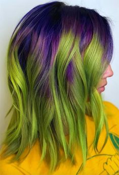 Find 63 green hair color shades to get excited, as well as our favorite semi-permanent or temporary green hair dye brands and kits to try at home! Purple And Green Hair, Emerald Green Hair, Green Hair Dye, Green Hair Colors, Hair Dye Colors, Vivid Hair Color, Hair Color Shades, Cool Hair Color, Hair Color Dark