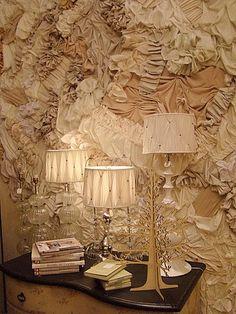 Entretelado de pared estilo #shabbychic recargado. Para decorar zonas puntuales es una opción elegante