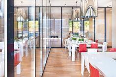 Manuelle Schiebewände im Ronald McDonald Haus in Tübingen für flexible Raumaufteilungen