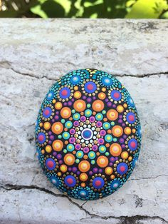 Rock painting patterns - Meditation stone I call it that because I paint these stones when I pers – Rock painting patterns Rock Painting Patterns, Dot Art Painting, Rock Painting Designs, Mandala Painting, Stone Painting, Mandala Painted Rocks, Mandala Rocks, Meditation Stones, Pebble Art
