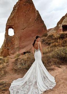 Inspira-te com esta maravilhosa seleção de decotes de costas: o glamour da coleção Eddy K. #noivas #detalhes #costas #decote #coleção2021 #inspirações #moderno #eddyk. #casamentospt Glamour, Wedding Dresses, Fashion, Sleeve Wedding Gowns, Brides, Neckline, Weddings, Vestidos, Trendy Tree