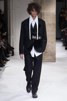Yohji Yamamoto Fall 2017 Menswear Collection Photos - Vogue