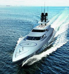 Image from http://www.charterworld.com/images/yachts/Luxury%20yacht%20SILVER%20FAST%20-%20front%20view.jpg.