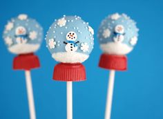 Snow globe cake pops    Excerpted from Cake Pops Holidays: By Bakerella by Angie Dudley. Published by Chronicle Books Copyright © 2012.