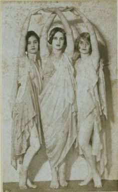 Duncan, Isadora 136 / photograph, no credit given. [Irma Duncan Collection.] (1921)