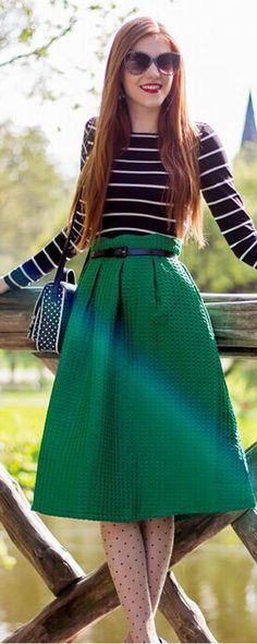 This Green High Waist Plaid skirt is so pretty! Pair with a fun pair of bright heels and you are ready for great street fashion.View more clothes for women outfits at m.shein.com