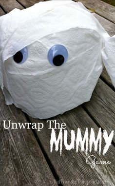 Unwrap the Mummy Game! Perfect for Preschool or Elementary School Halloween parties,or Hotel Transylvania Birthday Parties. You won't believe how easy this is, and how much the kids love unwrapping the toilet paper to find cute prizes! Halloween Tags, Preschool Halloween Party, Halloween Class Party, Halloween Games For Kids, Halloween Birthday, Holidays Halloween, Easy Halloween, Birthday Parties, Halloween Crafts