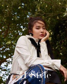 Celebrities, Avatar, Chinese, Accessories, Random, Fashion, Female Actresses, Moda, Fashion Styles
