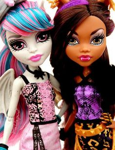 Scaris: Rochelle and Clawdeen by Picklepud via Flickr