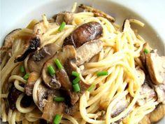 Family Feedbag: Mixed mushroom spaghetti **This was okay. Added shredded rotisserie chicken and parmesan for more flavor. Italian Spaghetti Recipe, Spaghetti Recipes, Pasta Recipes, Dinner Recipes, Cooking Recipes, I Love Food, Good Food, Yummy Food, Tasty