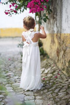 top flower girl ideas | inspirations see more at http://www.wantthatwedding.co.uk/2013/06/21/top-flower-girl-ideas-inspirations/