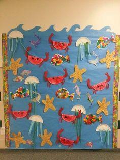 Under the Sea bulletin board Sea Creatures Crafts, Sea Animal Crafts, Under The Sea Crafts, Under The Sea Theme, Kindergarten Crafts, Preschool Crafts, Sea Bulletin Board, Thema Hawaii, Sea Activities