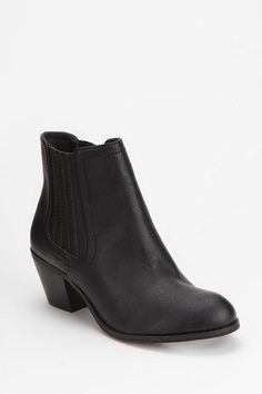 Ecote Carolyn Chelsea Ankle Boot  #UrbanOutfitters