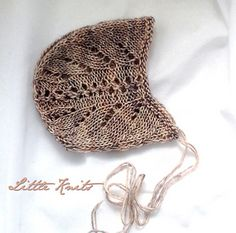 Lace Bonnet for a newborn in lovely Tosh Merino light, colour Calligraphy