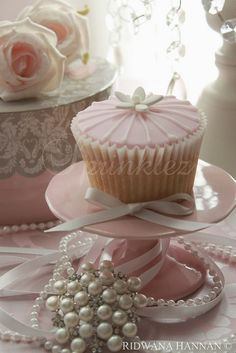 pretty cupcake with pearls