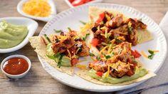 Du liebst die mexikanische Küche? Dann haben wir genau das Richtige für dich: Leckere Tortillas bedeckt mit  Hähnchenbrust, KNORR Hot Mexican Sauce, Avocado, KNORR Knoblauch Sauce, Petersilie, Fleischtomaten und Käse. Ein feurig leckeres Geschmackserlebnis.