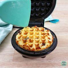 How to Make Chaffles 4 Ways - T.fevziyeelmas How to Make Chaffles 4 Ways Mini Waffle Recipe, Waffle Maker Recipes, Dash Recipe, Low Carb Recipes, Cooking Recipes, Recipes Breakfast Video, Comida Keto, Keto Waffle, Keto Bread