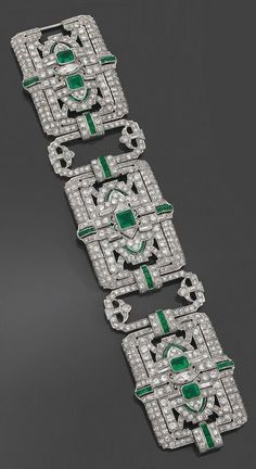 Best Diamond Bracelets : A rare and spectacular Art Deco platinum diamond and emerald bracelet by Yard Bijoux Art Nouveau, Art Nouveau Jewelry, Jewelry Art, Antique Jewelry, Vintage Jewelry, Fine Jewelry, Jewelry Design, Prom Jewelry, Emerald Bracelet