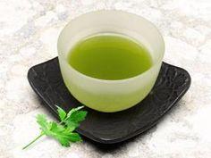 Conheça os benefícios do chá de salsinha