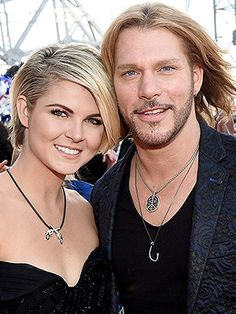 Craig Wayne Boyd Welcomes Daughter Dakota Lynne http://celebritybabies.people.com/2016/01/02/craig-wayne-boyd-welcomes-daughter-dakota-lynne/
