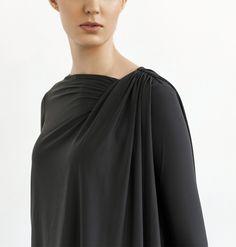 Blusa Deva. Nylon biodegradável. Conforto e funcionalidade.  /  Deva blouse. Nylon biodegradable. Comfort and funcionality.