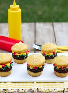 Hamburger Cupcakes {Father's Day}Blissfully Domestic