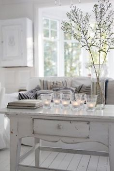 Weathered white vintage table, white wood floors, and bright natural light in this Scandinavian style living room. The Best of shabby chic in - Home Decoration - Interior Design Ideas Style At Home, Home Interior, Interior Decorating, Decorating Ideas, Decor Ideas, Deco Champetre, White Rooms, Home And Deco, White Houses