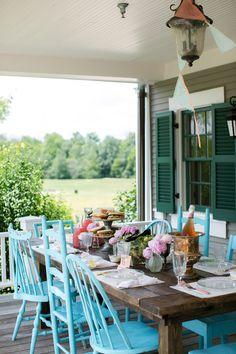 House of Turquoise: Emily Weis Photographyj'aime les vieilles chaises disparates et unifiées par la couleur