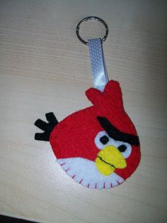 my first attempt at an angry birds felt keyring!
