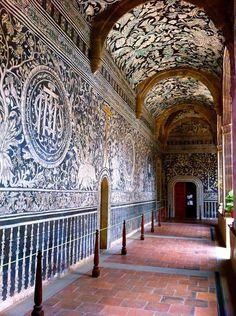Murales del ex convento agustino de Malinalco, considerados joyas del arte novohispano.