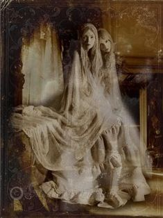 Beautiful and creepy~fantasy art women photo: Fantasy Women Ghosts Paranormal, Photo Halloween, Vintage Halloween, Fantasy Women, Fantasy Art, The Crow, Creepy Photos, Foto Art, Haunted Places