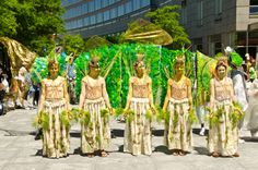 Earth Celebrations Hudson River Pageant, New York City. River Grass Skirts by Michele Brody at Hudson River Pageant Opening Ceremony. Photo by Christopher Butt.